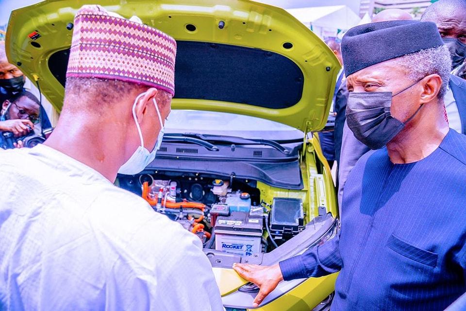 Vice President, Yemi Osinbajo Test Drives Hyundai Kona, A Locally Assembled  Electric Car In Abuja (VIDEO) – AutoReportNG