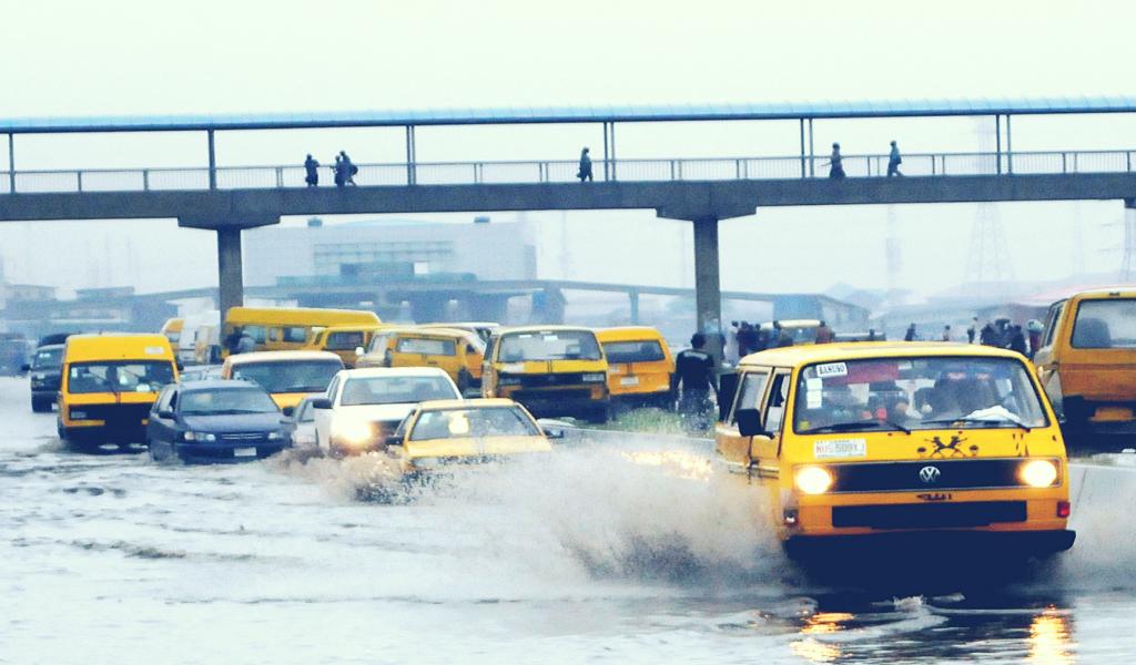 Selin yoğun hissedildiği Lagos'tan bir kare.